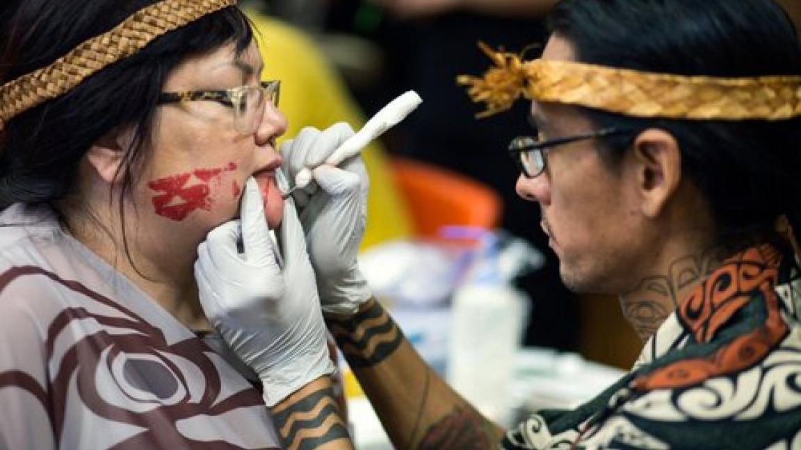 Tatouages faciaux de la côte-ouest