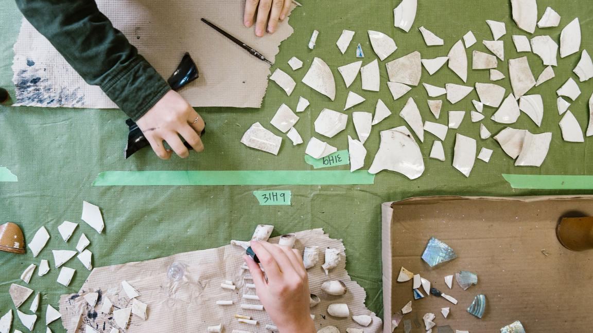 Les pieds dans les plats ! Atelier d'initiation à la restauration archéologique