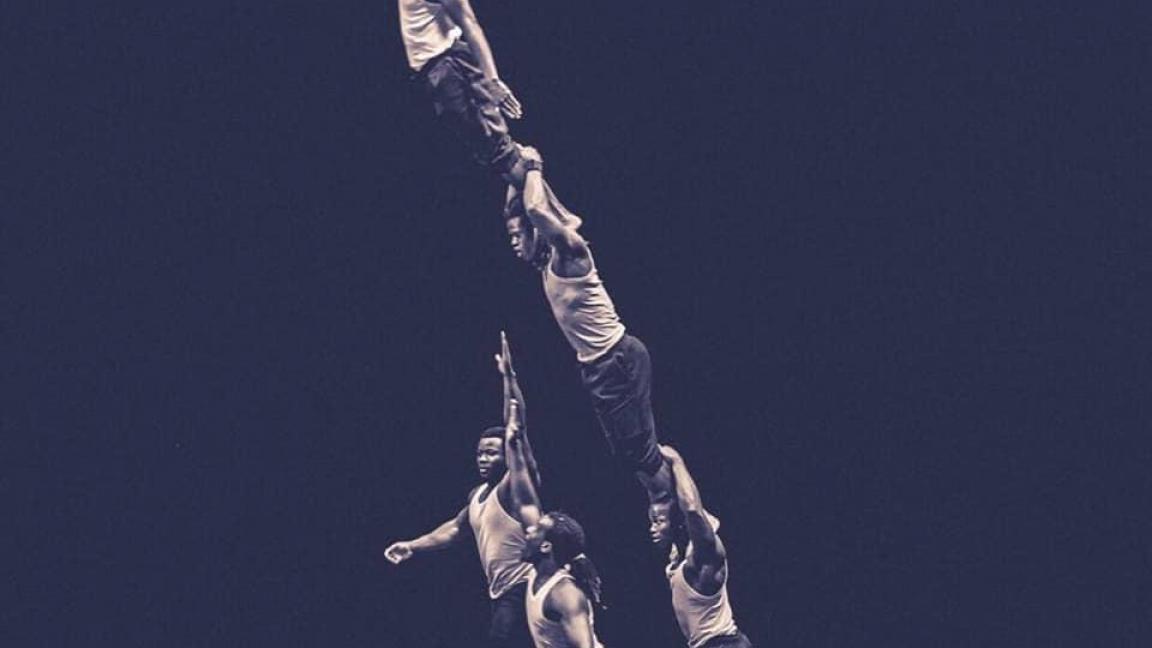 Spectacle d'acrobatie et de danse