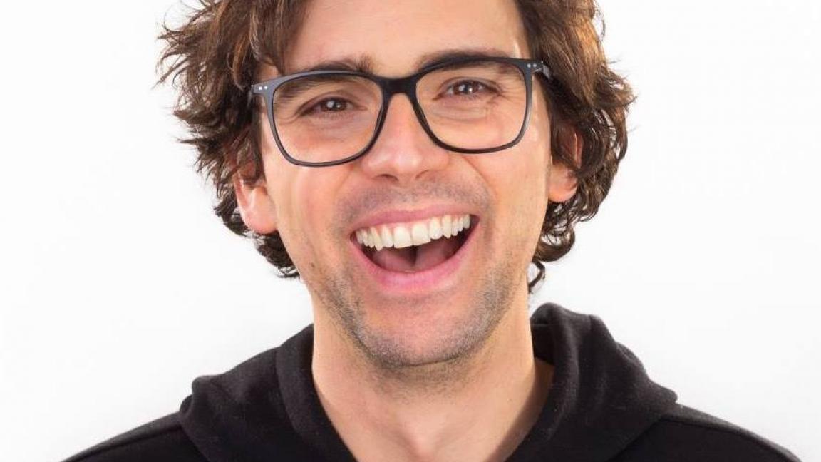 Jérémie Larouche conte des jokes à Québec