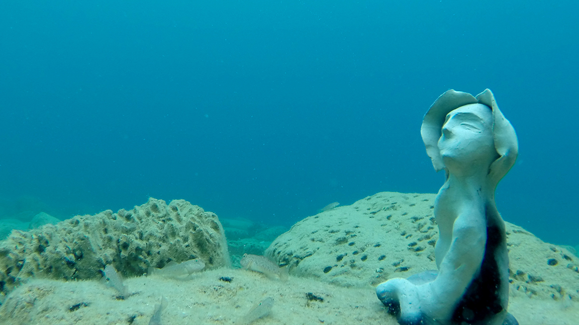 Sous les eaux